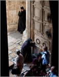 Иерусалим. На входе в храм Гроба господня.