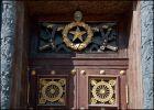 Москва. Дверь в здание минобороны на Фрунзенской набережной