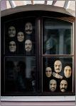 Санкт-Петербург. Восковые маски в окне