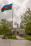 Баку. Азербайджанцы гордятся своим флагом