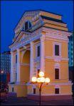 Иркутск. Московские ворота (триумфальная арка) вечером