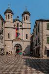 Котор. Черногория. Сербский флаг на церкви святого Николая