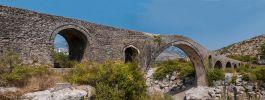 Древний мост вблизи города Шкодер в Албании