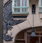 Таллин. Дракон на стене